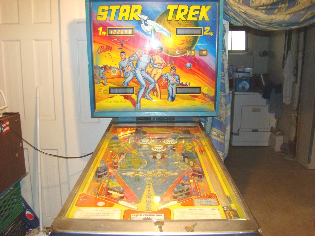 1978 star trek pinball machine with artist signature on bottom right of backing (11)