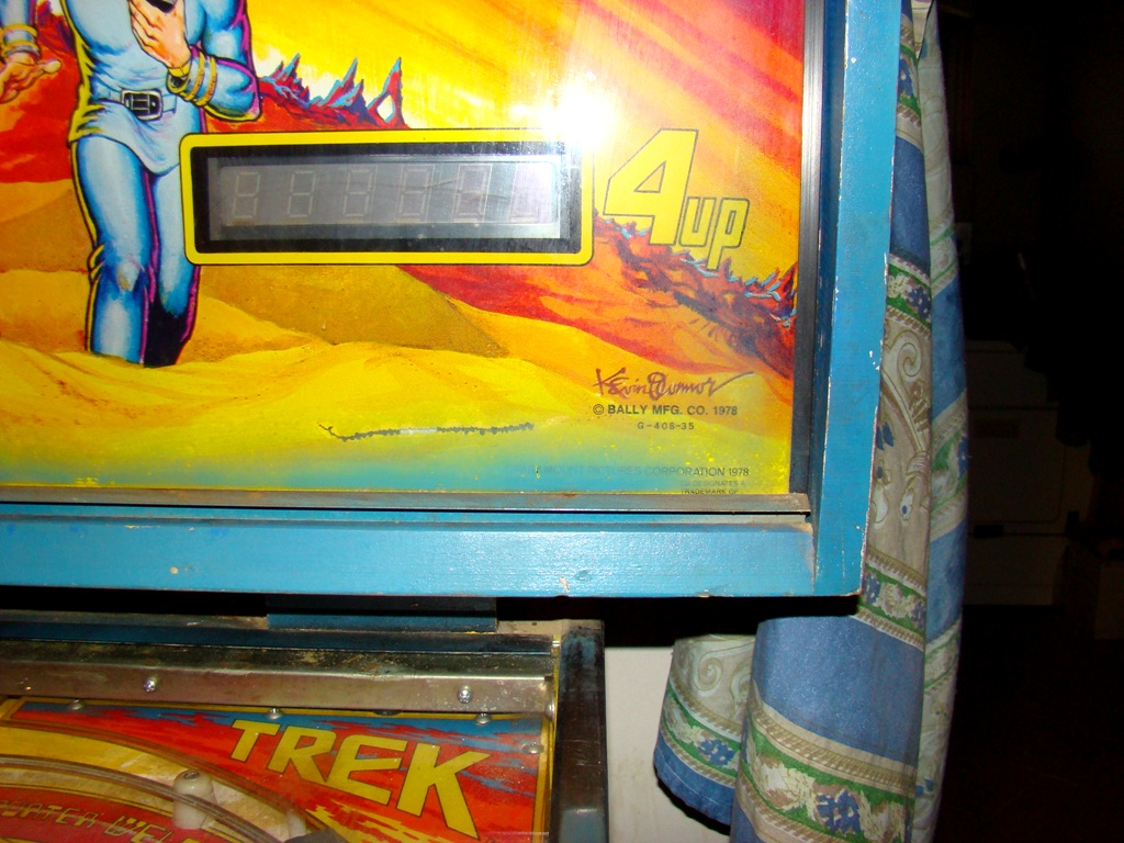 1978 star trek pinball machine with artist signature on bottom right of backing (12)