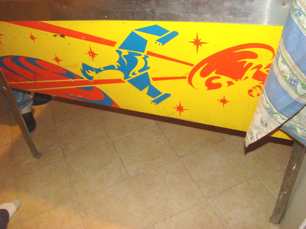 1978 star trek pinball machine with artist signature on bottom right of backing (3)