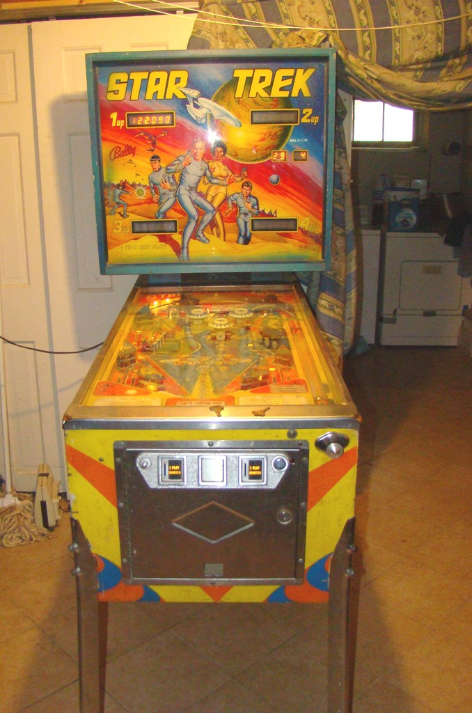 1978 star trek pinball machine with artist signature on bottom right of backing (9)